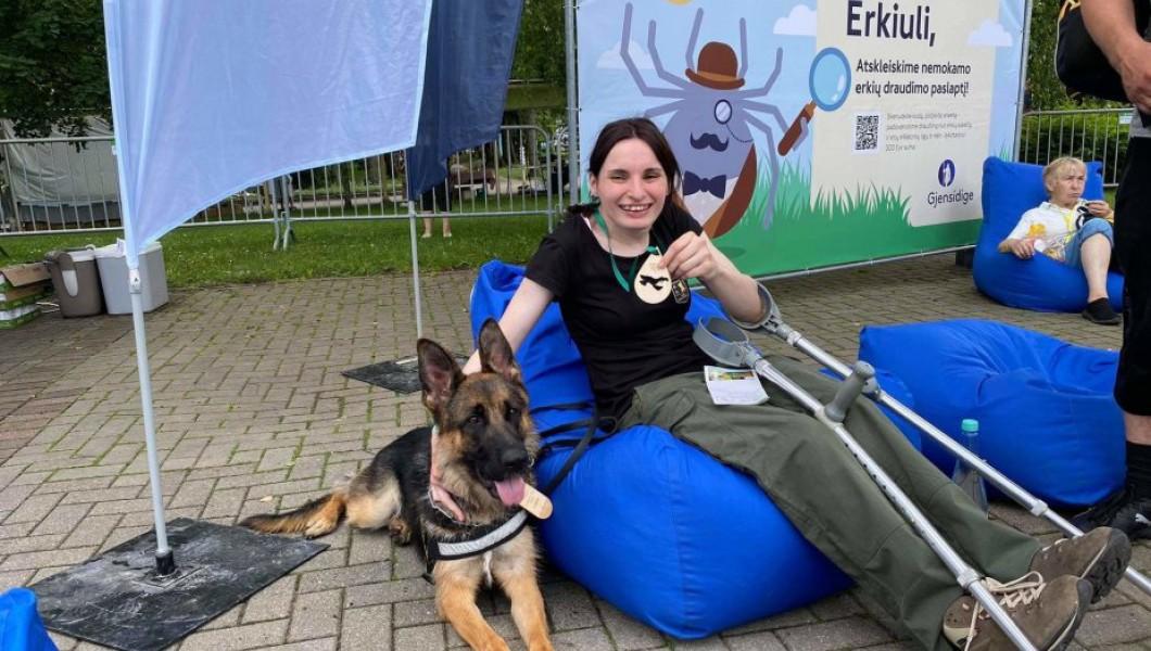 15min. Cerebriniu paralyžiumi serganti Ajana pasiekė rekordą - įveikė per 12 km trasą